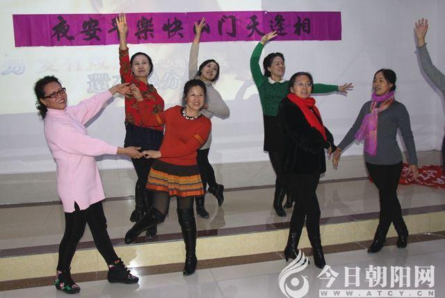 辽宁省朝阳市艺术家到天门山风景区采风联欢