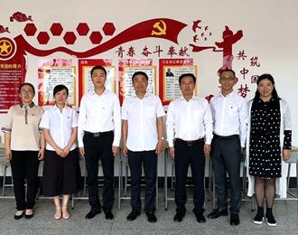 共青团朝阳市委员会领导到市财经学校调研指导工作(葛丛玫)