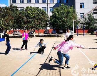 朝阳市财经学校排球赛展现职工新风采(葛丛玫)