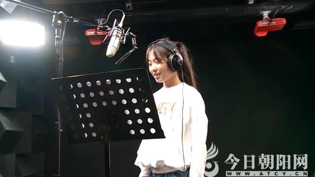 初中生倾情演唱《梨花又开放》,这声音太甜了!
