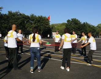 为庆祝新中国成立70周年,安平集团组织了一场意义深远的拓展训练