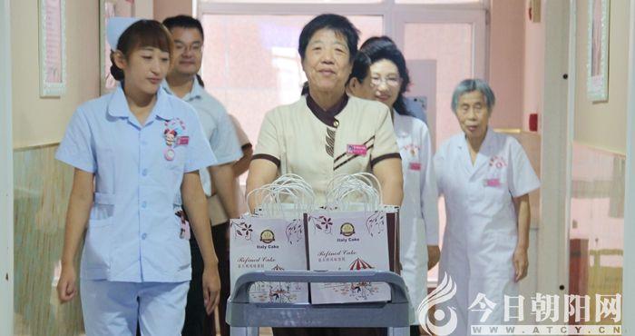 """情暖中秋!朝阳妇产医院为患者送月饼庆佳节(李蔚蓝)"""""""