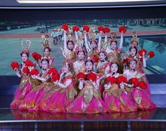 龙8娱乐手机版市中心医院用这种形式庆祝新中国成立70周年